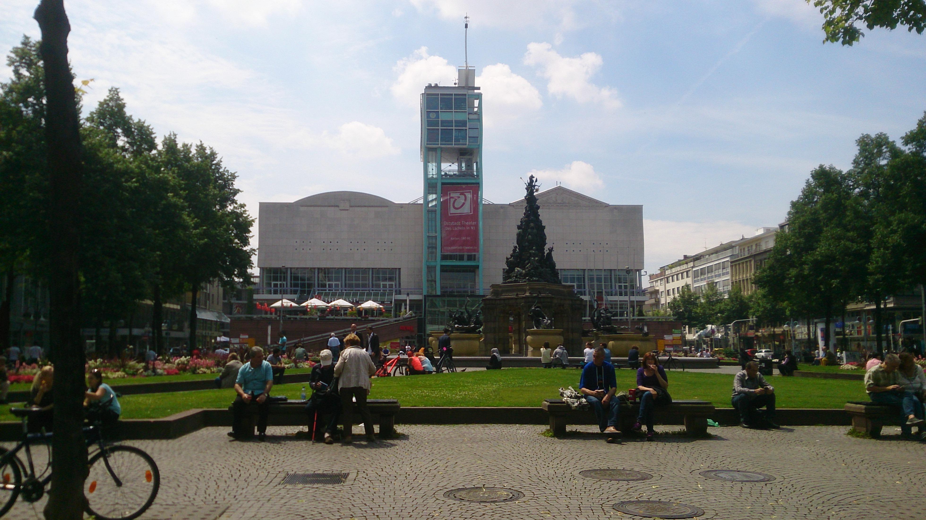 Paradeplatz | Mannheim | Explore my City | OurGlobetrotters.Com