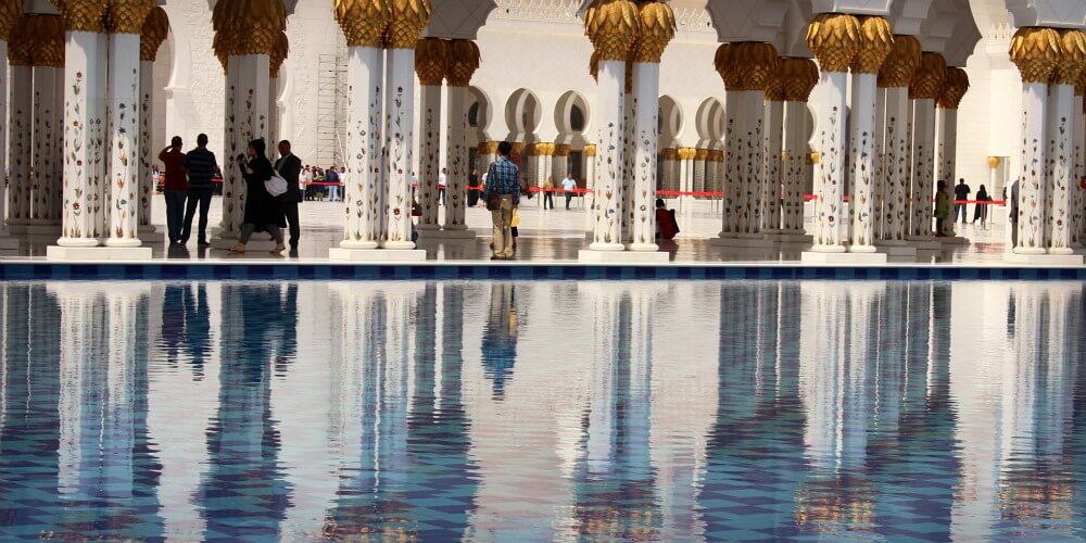 Visiting the Sheikh Zayed Grand Mosque with Kids | Discover the UAE | OurGlobetrotters.Net