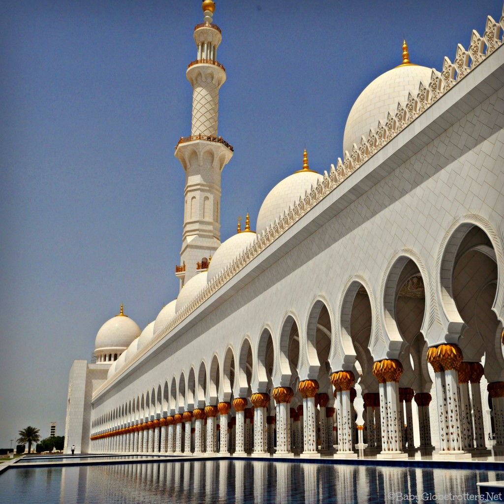 Visiting the Sheik Zayed Grand Mosque with Kids | Discover the UAE | OurGlobetrotters.Net