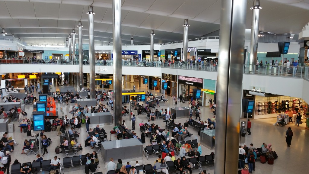Travelling through London Heathrow | Flying with Kids | OurGlobetrotters.Net