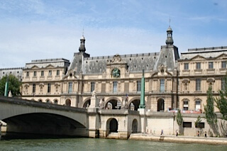 the louvre from riverboat