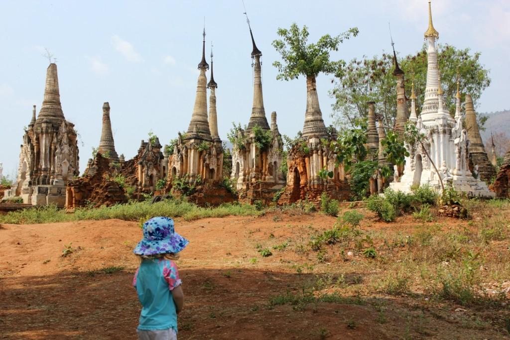 burma-myanmar-temple-girl-stupa