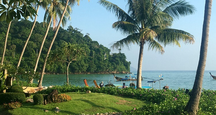 Phi Phi Island Village Beach Resort - spectacular blue sea