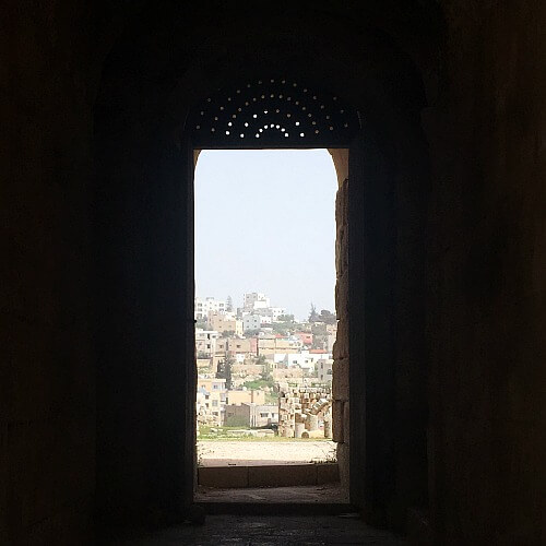 Exploring the ancient city Jerash Jordan with Kids   our Globetrotters Middle East Adventures